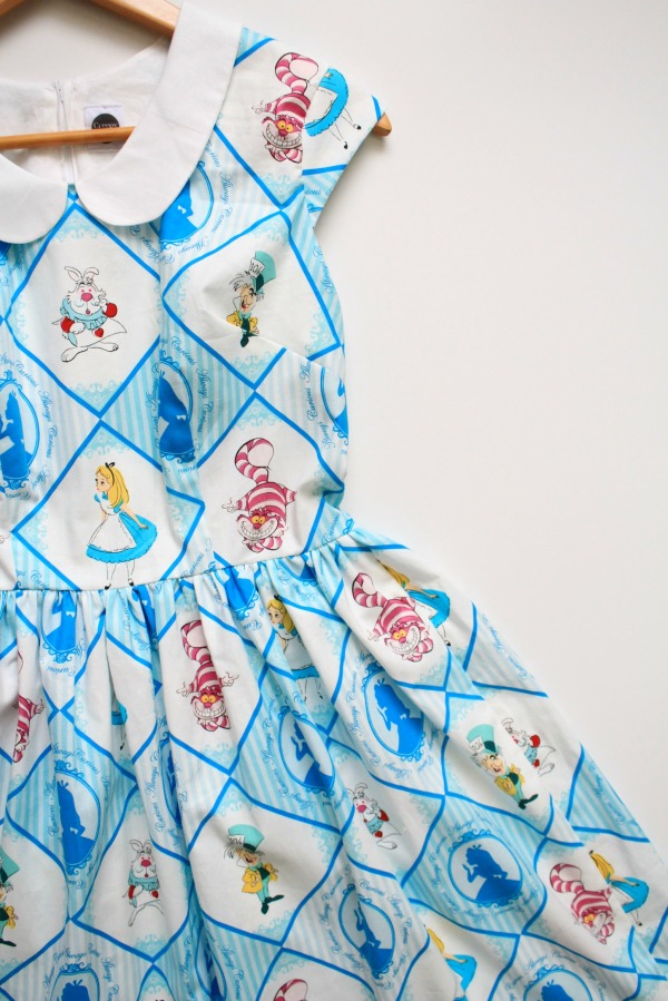 alice in wonderland pinup dress 2